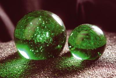 Glaskugeln und glasmurmeln knicker allerlei for Kugeln gartendekoration